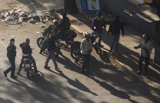 Muchos de los crímenes que se han producido en las protestas opositoras de Venezuela son atribuidos a los colectivos, los grupos parapoliciales del chavismo. R. R.