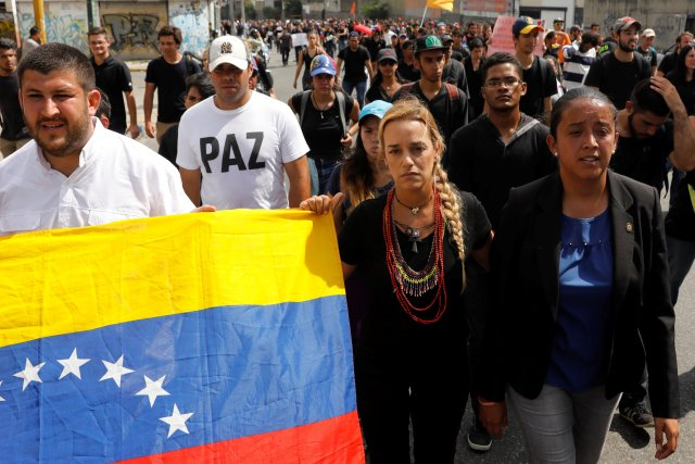 Lilian Tintori (C), wife of jailed opposition leader Leopoldo Lopez, attends to a tribute to Juan Pablo Pernalete, who died after being hit by a tear gas shot during a protest against Venezuelan President Nicolas Maduro, in Caracas, Venezuela April 27, 2017. REUTERS/Carlos Garcia Rawlins