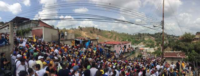 Venezolanos acompañaron a los diputados. Foto: Prensa VP
