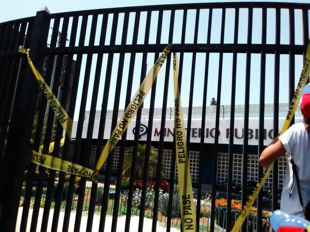 Margariteños marcharon hasta la sede el Ministerio Publico (Foto: @yanetfermin)