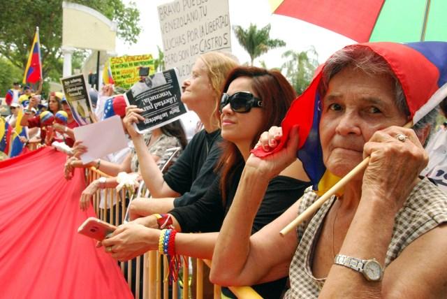 Venezolanos se concentraron en el Parque José Martí de Miami (Foto: AFP)