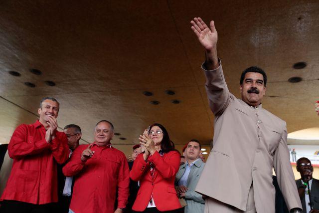"""Maduro fue visto bailando durante una transmisión del canal del Estado luego de entregar ante el CNE el decreto de convocatoria a Constituyente """"comunal"""". Foto: AVN"""