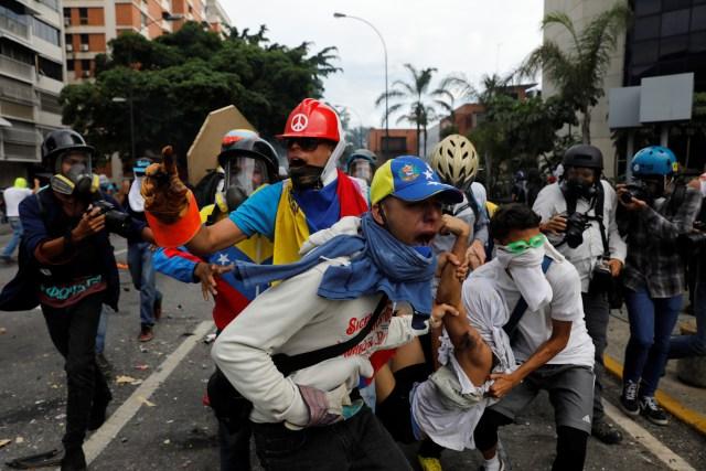 REUTERS / Represión / 3May / Altamira / Referencial