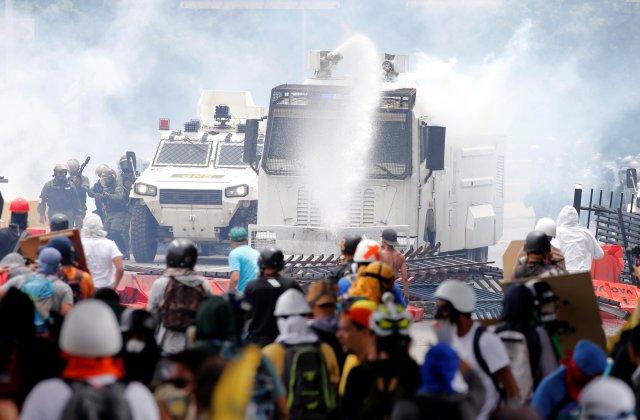 Gobierno ha efectuado fuertes acciones de represión durante las últimas marchas de la oposición. REUTERS/Carlos Garcia Rawlins