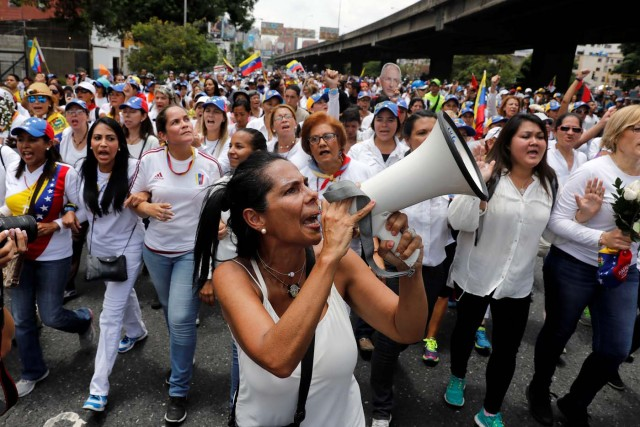 A demonstrator shouts slogans during a women's march to protest against President Nicolas Maduro's government in Caracas, Venezuela, May 6, 2017. REUTERS/Carlos Garcia Rawlins