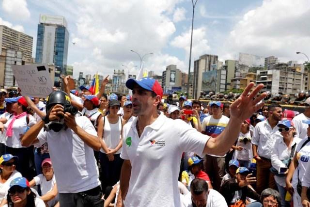 El gobernador del estado Miranda, Henrique Capriles respaldó a la movilización de mujeres de la Unidad. REUTERS/Carlos Garcia Rawlins