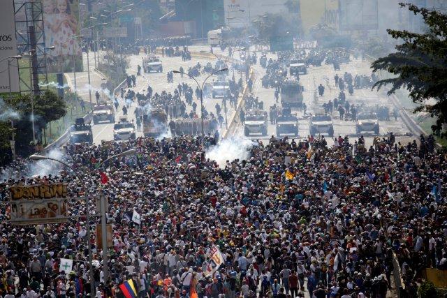La brutal represión de este #10May que dejó un muerto y más de 160 heridos. REUTERS/Marco Bello