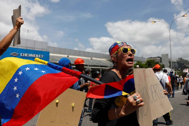 Opposition supporters rally against President Nicolas Maduro in Caracas, Venezuela, May 18, 2017. REUTERS/Carlos Garcia Rawlins