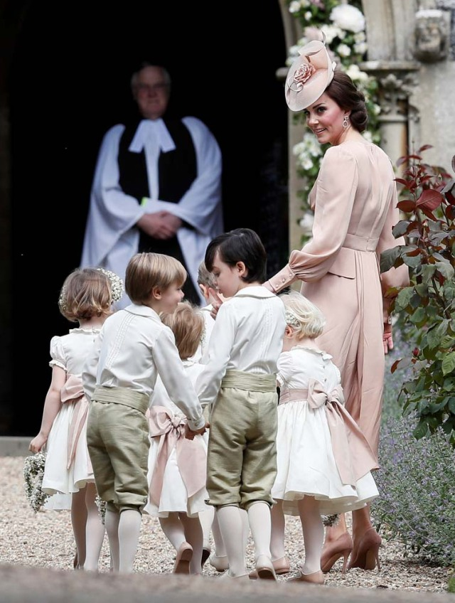 Britain's Catherine, Duchess of Cambridge (R), arrives with the pageboys and flower girls for the wedding of Pippa Middleton and James Matthews at St Mark's Church in Englefield, west of London, on May 20, 2017. REUTERS/Kirsty Wigglesworth/Pool