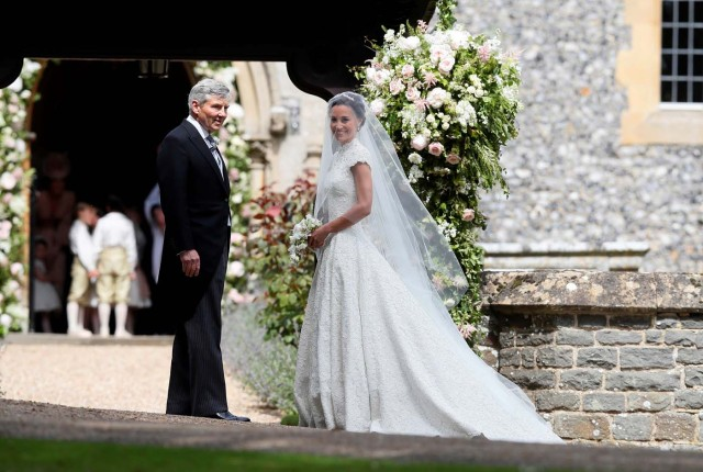 Pippa Middleton, the sister of Britain's Catherine, Duchess of Cambridge, arrives with her father Michael Middleton for her wedding to James Matthews at St Mark's Church in Englefield, west of London, on May 20, 2017. REUTERS/Kirsty Wrigglesworth/Pool