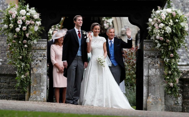 Pippa Middleton and James Matthews pose for photographs after their wedding at St Mark's Church in Englefield, Britain May 20, 2017. Pippa Middleton is the sister of Catherine, Duchess of Cambridge.  REUTERS/Kirsty Wigglesworth/Pool
