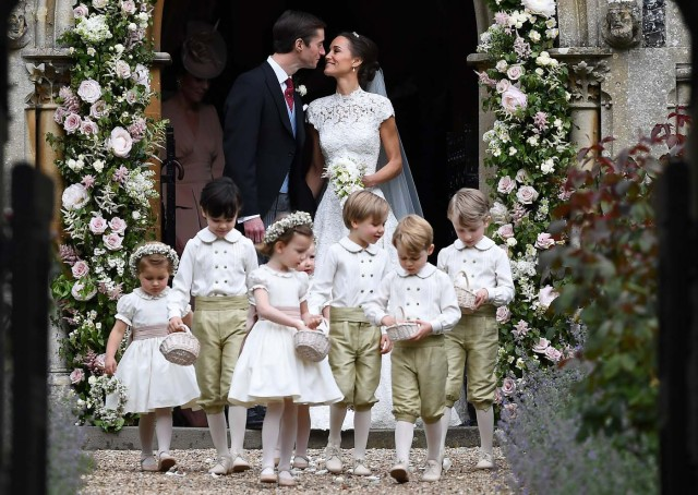 Pippa Middleton kisses her new husband James Matthews, following their wedding ceremony at St Mark's Church in Englefield, Britain on May 20, 2017.    REUTERS/Justin Tallis/Pool