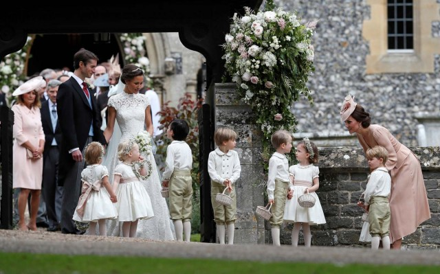 Britain's Catherine, Duchess of Cambridge stands with her son Prince George as she looks across at Pippa Middleton and James Matthews after their wedding at St Mark's Church in Englefield, Britain on May 20, 2017.    REUTERS/Kirsty Wigglesworth/Pool