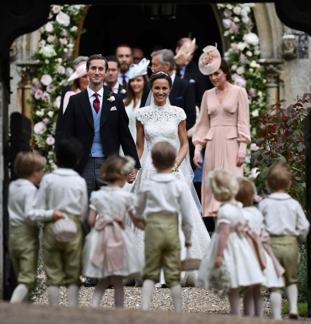 Pippa Middleton and her new husband James Matthews leave St Mark's Church following their wedding in Englefield, west of London, on May 20, 2017. REUTERS/Justin Tallis/Pool