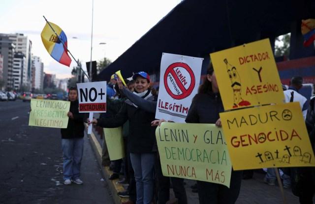 People protest against Venezuelan President Nicolas Maduro's visit to Ecuador to attend Ecuadorian President Lenin Moreno's inauguration, in Quito, Ecuador, May 23, 2017. REUTERS/Mariana Bazo