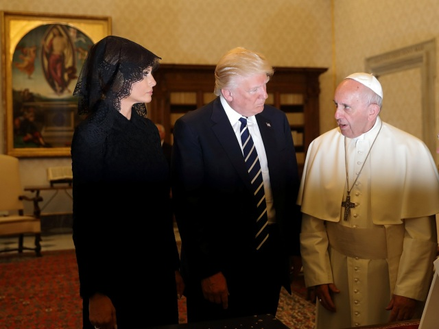 Pope Francis talks with U.S. President Donald Trump and his wife Melania during a private audience at the Vatican, May 24, 2017. REUTERS/Alessandra Tarantino/pool TPX IMAGES OF THE DAY
