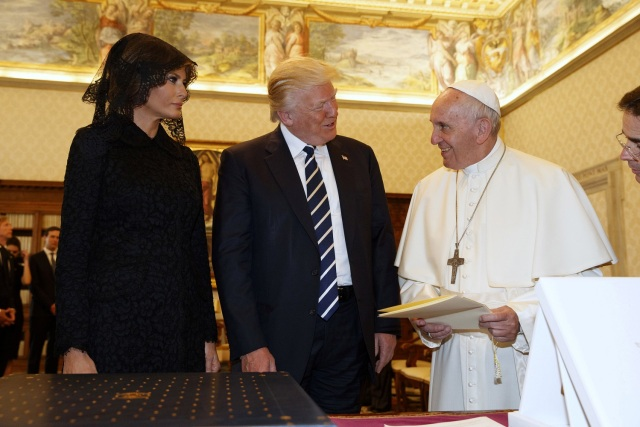 U.S. President Donald Trump and first lady Melania meet Pope Francis during a private audience at the Vatican, May 24, 2017. REUTERS/Evan Vucci/Pool