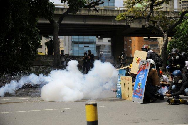 La fuerte represión de la GN hacia manifestantes en Bello Monte. REUTERS/Carlos Barria