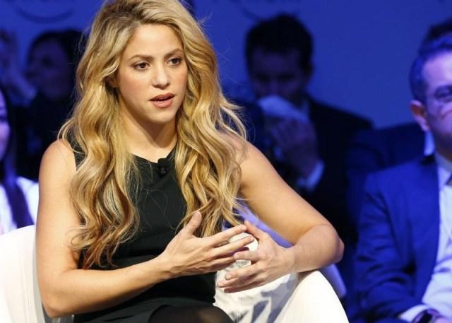 """En la imagen de archivo, Shakira durante una reunión en el foro de Davos, Suiza, el 17 de enero de 2017. La cantante y compositora colombiana Skahira, que lanzó el viernes su nuevo álbum """"El Dorado"""", anunció que planea iniciar este año un gira internacional para reencontrarse con sus seguidores desde el escenario y combinar su rol de madre y artista. REUTERS/Ruben Sprich"""