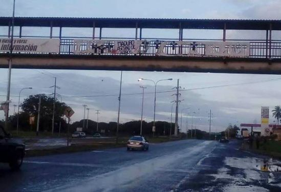 Pancarta en Bolívar contra Maduro