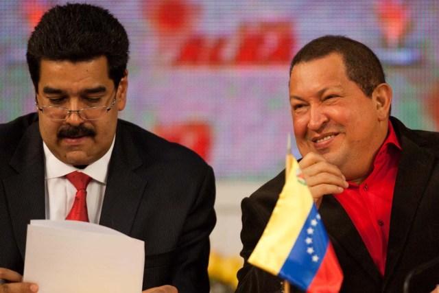 CAR13. CARACAS (VENEZUELA), 04/02/2012 .- El presidente venezolano, Hugo Chávez (d), inauguró hoy, sábado 4 de febrero de 2012, junto al ministro de Relaciones Extreriores, Nicolás Maduro (i), la XI Cumbre de jefes de Estado de la Alianza Bolivariana para los Pueblos de América (ALBA) con la presencia de todos los jefes de Estado y de Gobierno de los países miembros del mecanismo. EFE/MIGUEL GUTIERREZ