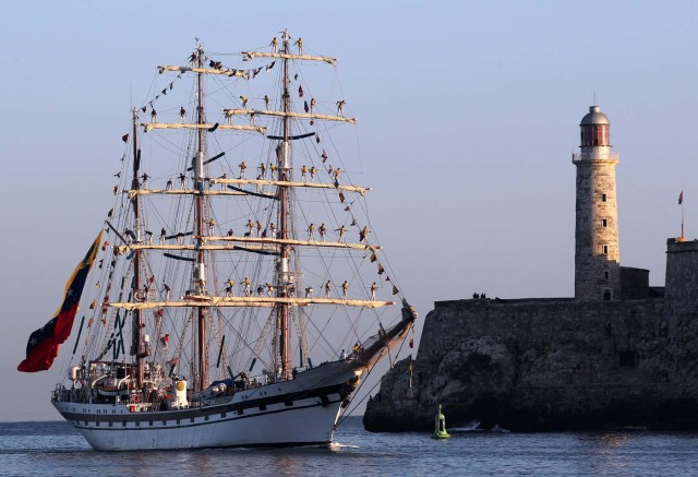 -FOTODELDIA- HAB01 LA HABANA (CUBA) 03/05/17.- El buque escuela Simón Bolívar, de la Armada Venezolana arriba hoy, miércoles 03 de mayo de 2017, a la bahía de La Habana (Cuba), EFE/Alejandro Ernesto