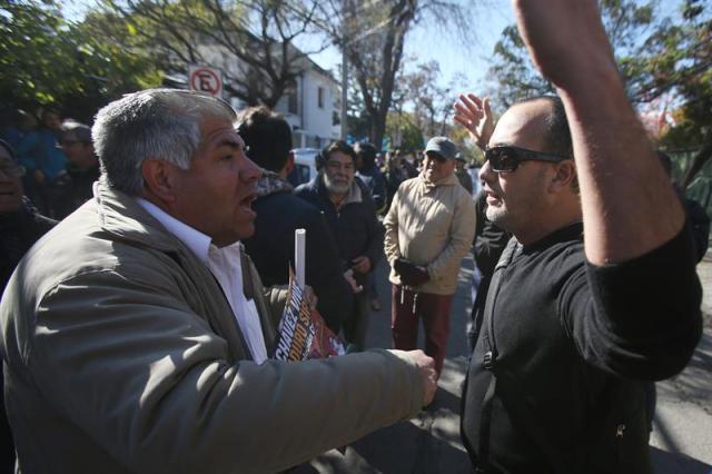 Manifestantes protestaron cerca de la embajada de Venezuela en Chile (Foto: EFE)