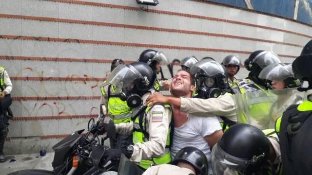El profesor Sergio Contreras fue detenido el pasado #10May mientras se encontraba en una manifestación opositora. Foto: @VoluntadPopular