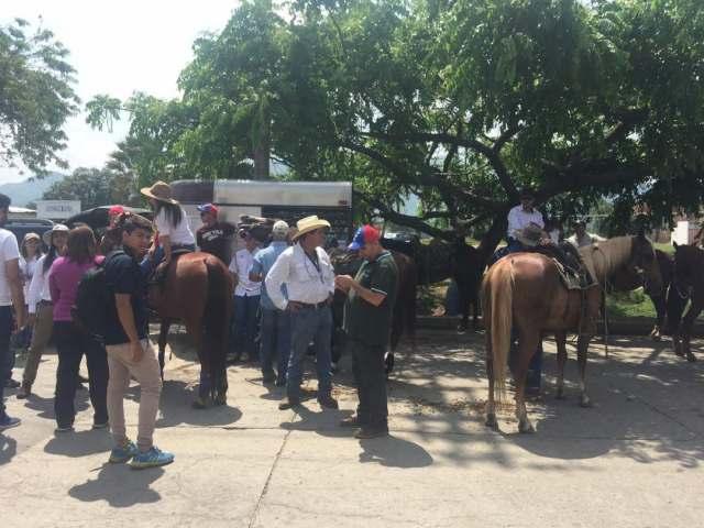 Inicia cabalgata y caravana en Carabobo. Foto: @Gemj1879