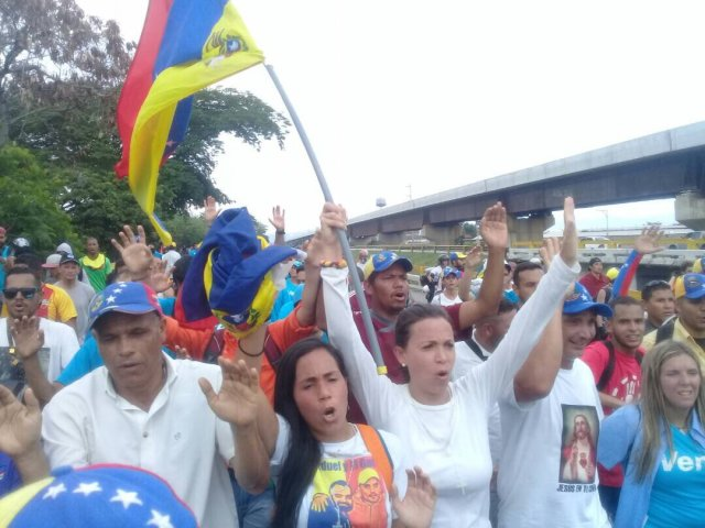 Machado acompañó a la movilización opositora desde Maracay. Foto: @MariaCorinaYA