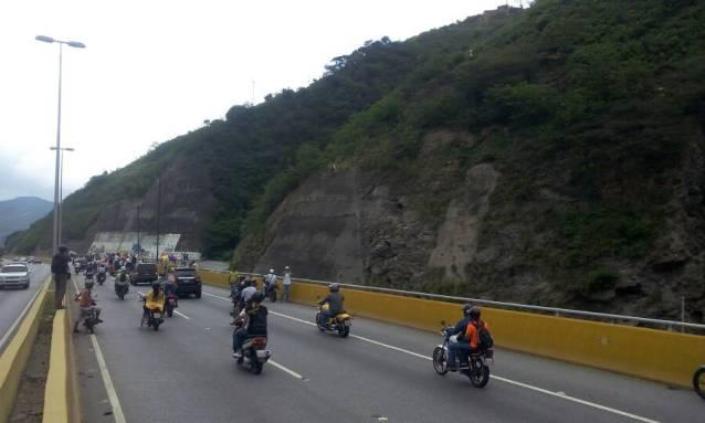 Caravana hacia la Guaira