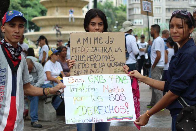 Manifestantes en Altamira #29MAy / Foto: Régulo Gómez - La Patilla