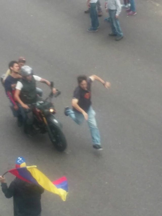 Herido por la represión en San Cristobal / Foto:  @omairalabradorm