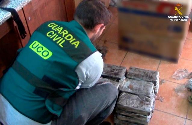 La Guardia Civil desmantela dos redes internacionales de tráfico de drogas e interviene 180 kilos de cocaína
