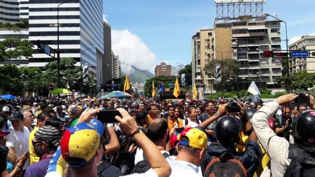 Estudiantes inician marcha hasta el ministerio de Interior y Justicia / Foto: Eduardo Ríos - La Patilla