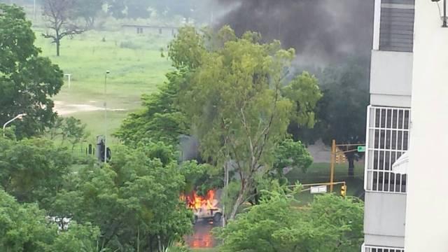 Incendian vehículo de la GNB