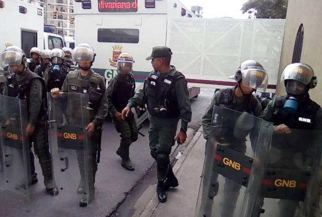 GNB impide el paso a manifestantes en Montalbán