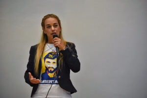 Lilian Tintori: A Leopoldo le han ofrecido irse del país pero se queda en Venezuela (Audio)