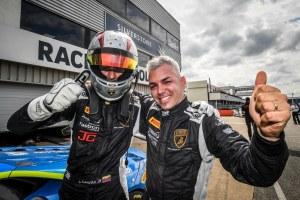 Jonathan Cecotto completó fin de semana perfecto con otro triunfo en Silverstone