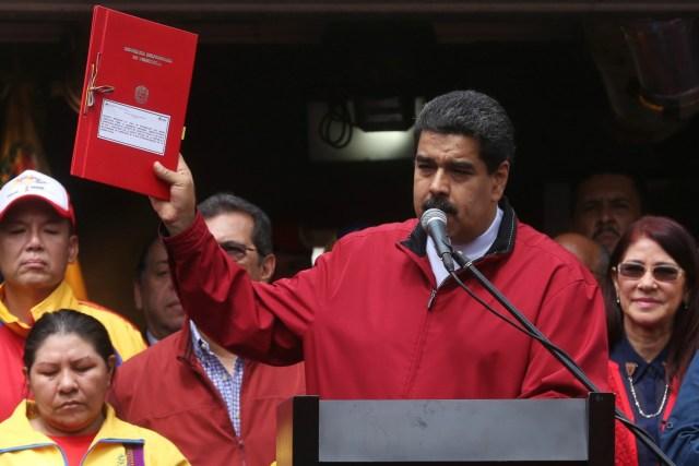 Foto: El Presidente de la República Nicolás Maduro Moro recibe la marcha en defensa de la paz, en apoyo a la Asamblea Nacional Constituyente en Palacio de Miraflores / AVN