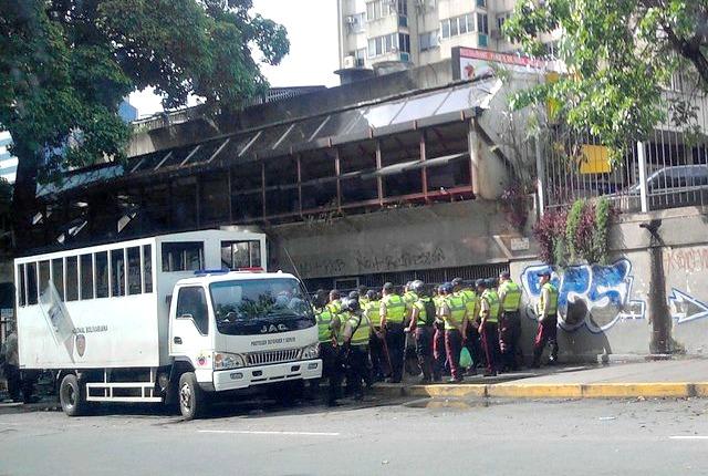 Foto: Efectivos de la PNB llegan a Chacaito este 24 de mayo / Cortesía