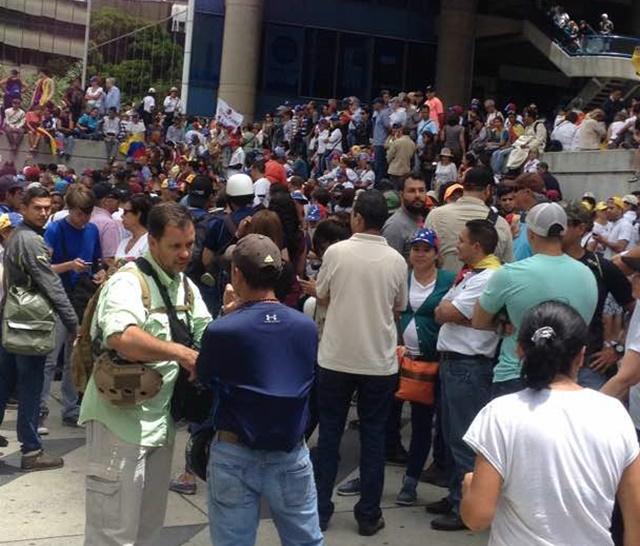 Manifestantes se encuentran en Parque Cristal #14May