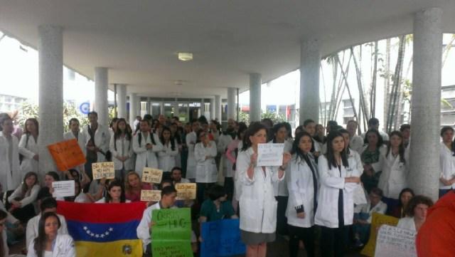 Plantón por la salud en el Hospital Universitario de Caracas