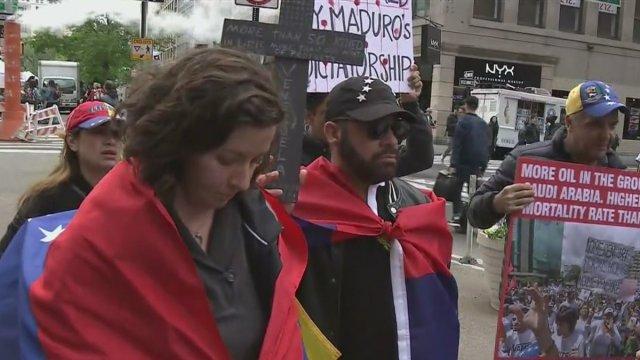 Venezolanos en nueva York protestan contra Nicolás Maduro