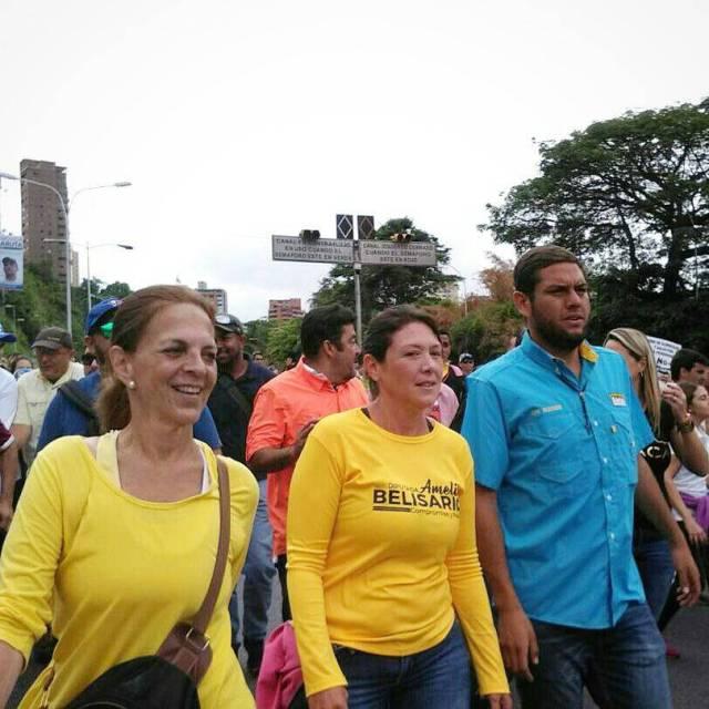 La diputada Amelia Belisario marchando por las madres de venezuela