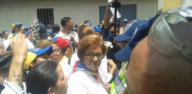 Piquete de la PNB impide la marcha / Foto: @eveortamarron