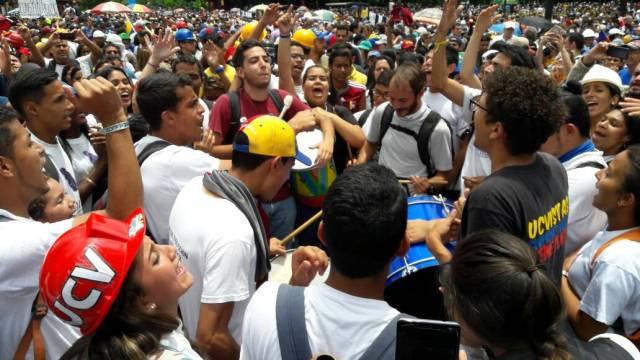 Manifestantes se dirigen havia el TSJ / Foto: Eduardo Ríos La Patilla