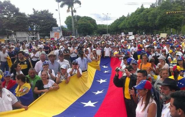 Tachirenses se concentraron en la sede de la Asociación de Ganaderos (Foto: @BlancaR_Vzla)