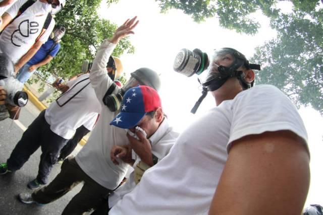 El gobernador del estado Miranda, Henrique Capriles, fue afectado por los gases (Foto: LaPatilla)