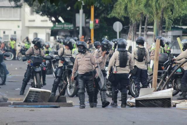 La PNB reprimió a manifestantes en Las Mercedes (Foto: Régulo Gómez / La Patilla)